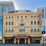 Story: Her Majesty's Theatre; Stunningly New, Resplendently Vacant